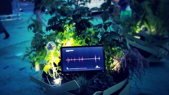 PlanEt constitutes an open-source device for collecting and visualising biological data from plants in order to increase the citizen's consciousness about the role of plants in citites. The data can be used for monitoring and moderating urban and spatial conditions.