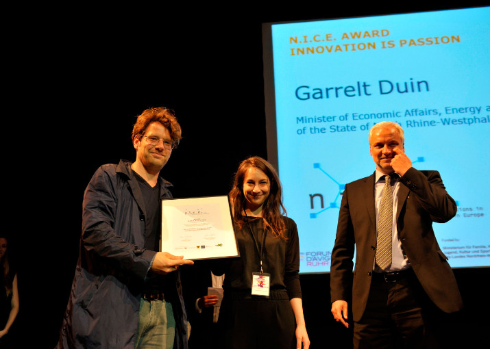 Friedrich von Borries and Anne Levy receiving the 1st prize from Garrelt Duin, Minister of Economic Affairs, Energy and Industry of the State of North Rhine-Westphalia.