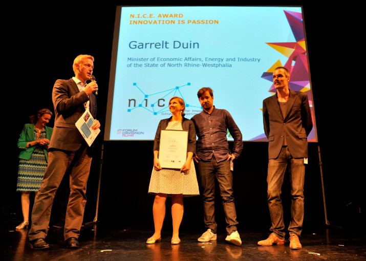 URBANAUTS from Vienna receiving the third prize from Garrelt Duin, Minister of Economic Affairs, Energy and Industry of the State of North Rhine-Westphalia
